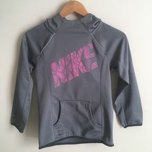 Nike pull over hoodie girls size small therma-fit